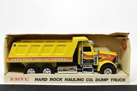 100 Ertl Trucks 132 Hard Rock Hauling Company Dump Truck