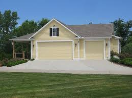 009G 0008 Country Style 3 Car Garage Plan