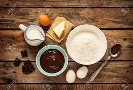 cuisson pate au four faire cuire au four gâteau au chocolat dans la cuisine rurale ou