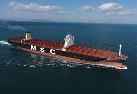 le plus gros porte conteneurs du monde en route vers l europe