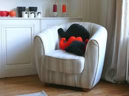 recouvrir un fauteuil club toile à matelas co ou le relooking d un fauteuil club bee made