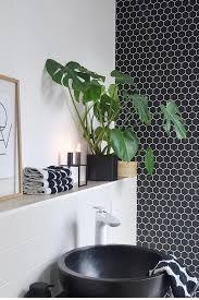 schnelles makeover im badezimmer mit selbstklebender