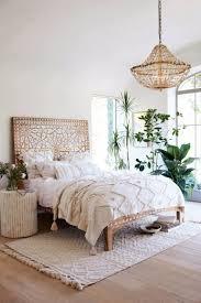 Master Bedrooms with Breathtaking Chandeliers – Master Bedroom Ideas