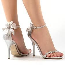 المرأة كالحذاء images?q=tbn:ANd9GcQ