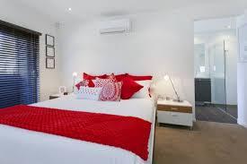 20 Red Master Bedroom Design Ideas