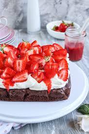 erdbeer brownie schnitten