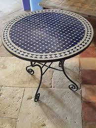 table ronde mosaique fer forge plus de 25 idées uniques dans la catégorie table mosaïque sur
