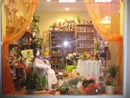 vitrine fete des meres fleuriste vitrine de la fête des mamies floralizée