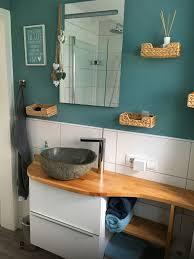 kleines bad mit diy waschtisch mit natursteinwaschbecken aus