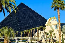 Luxor Casino Front Desk by Ultimate Guide To Las Vegas Casino Hopping On The Strip U2022 Out Of