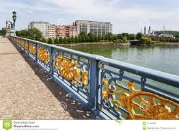 la meuse la lanterne pont au dessus de la rivière la meuse à liège image stock image