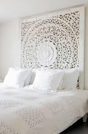 wunderschönes schlafzimmer im romantischen landhausstil und