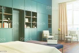 weiße schlafzimmer blaue bücherregal pfirsich getönten stockfoto und mehr bilder behaglich