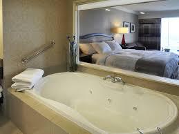 hotel avec bain a remous dans la chambre hôtel niagara falls