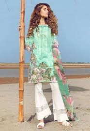 The Kameez Doesnt Above A Lot Of Work And Styling Looks Quite Simple However Trouser Trendy
