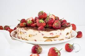 süße erdbeertiramisu torte mit cremiger mascarpone die