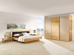 zirbenholzbett aus echtem zirbenholz der alpenregion