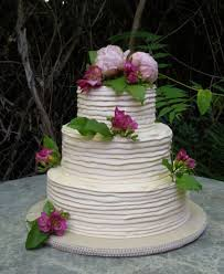 Ribbed Buttercream Wedding Cake What A Interesting Texture In Rustic Ribbons Spiraling Around The Adorned With Fresh Flowers