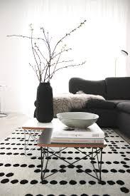 skandistyle vase stillleben wohnzimmer couchtisch s