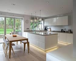 sockelblende für küche welche farbe oder optik zu wählen