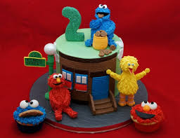 Sesame Street Cake With Elmo And Cookie Monster Cupcakes