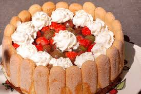 erdbeer stachelbeer torte mit löffelbiskuits kuchen