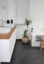 badezimmer selbst renovieren graue fliesenböden