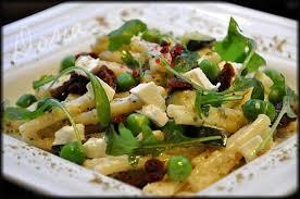 salade de pâtes aux petits pois courgette tomates séchées et