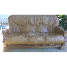 canapé couleur 3 places cuir couleur miel accoudoirs bois tête de cheval