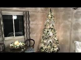 tree decorations ideas with ribbons wave ribbon tree decorating tutorial how to ribbon