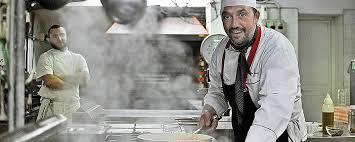 salaire chef cuisine le salaire des cuisiniers en de 1200 à 10000