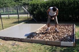 faire une dalle exterieur création dalle pour abris de jardin entretien jardin et espaces