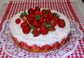 joghurt torte mit früchten der saison