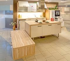 küche modern weiß und kernahorn