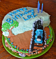 How To Make a Super Cool Thomas the Train Birthday Cake— off the