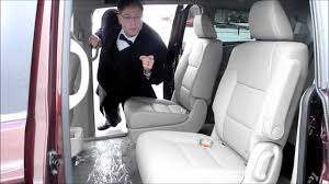 Honda Pilot Touring Captains Chairs by Removing The Center Jump Seat In A Honda Odyssey Youtube
