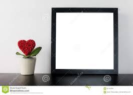 coeur de en pot pot de fleur de coeur de valentines avec le cadre vide photo stock