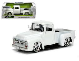 100 1956 Ford Truck F100 Pickup White 124 Scale Diecast Model By