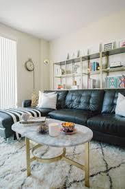 wohnzimmer schwarzes ledersofa dekoration ideen