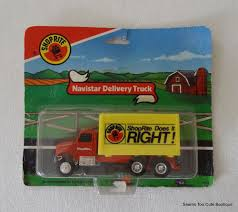Vintage Ertl Shop Rite Truck Toy 1990 Yellow Collectible 4.5
