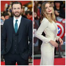 Chris Evans Caught Staring At Co Star Elizabeth Olsens Boobs On The Red Carpet See Pic
