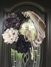Grandin Road Halloween Wreath by Halloween Wreaths Are A Thing Now And They U0027re Creepily Awesome