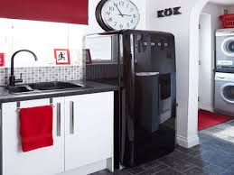 Red Kitchen Decor Sets Range Hood Cooktop Blue And White Tiles Backsplash Circle Plastic Table