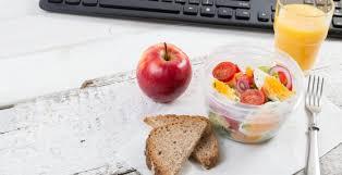 dejeuner bureau repas rapide la pause déjeuner au bureau peut être équilibrée