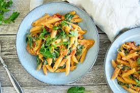 one pot vegane pasta mit cremiger tomatensoße