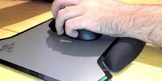 razer vespula test un tapis gaming rigide et polyvalent