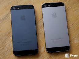 The difference between the Space Gray iPhone 5s and the black