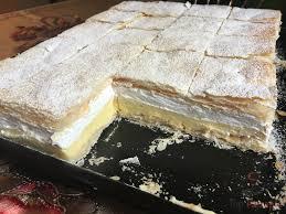 cremekuchen mit blätterteig vanillecreme und schlagsahne