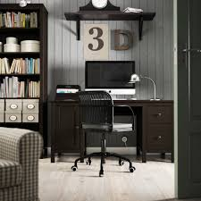 Ikea Hemnes Desk Uk by White Desk And Black Swivel On Carpet In Ikea Home Office Ideas