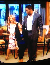 Kelly Ripa Halloween Skit by Snooki And Michael Strahan On Live With Kelly And Michael Look At